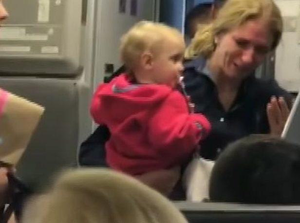 又傳航空暴力!美航空服員攻擊抱嬰媽