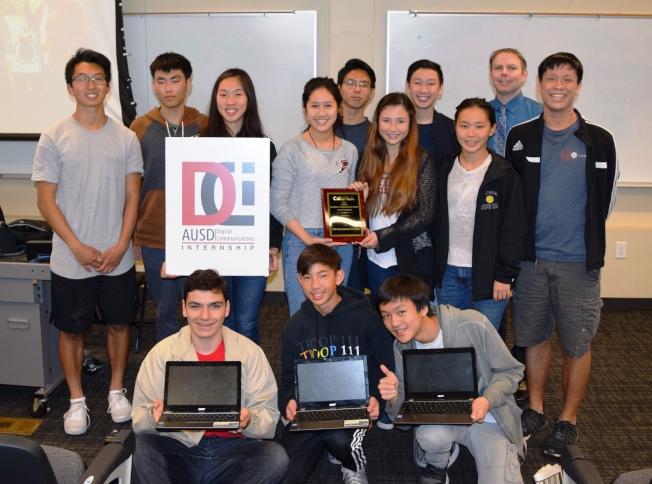 亞凱迪亞學區數碼通訊實習計劃,榮膺加州學校公共關係協會卓越獎。(亞凱迪亞學區提供)