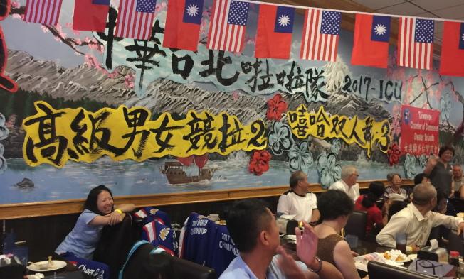 在奧蘭多一級棒餐廳舉行的慶功宴現場一景。(記者陳文迪/攝影)