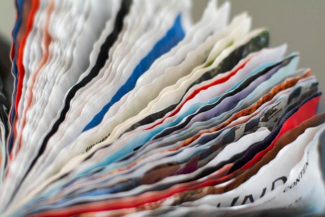 書本受潮變成皺巴巴,可以靠冰箱恢復原狀。(Getty Images)