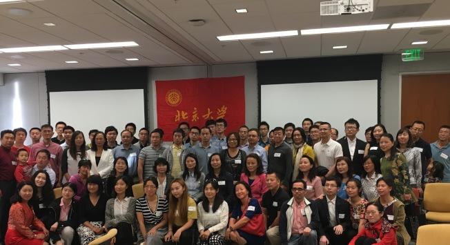 北京大學校友會召開年會合影。(記者陳良玨/攝影)