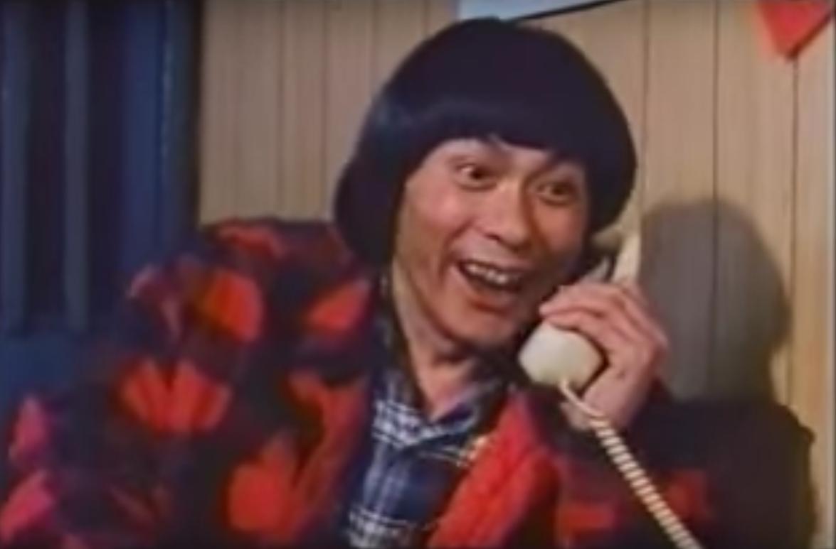豬哥亮在「天下第一樂」裡演出想要問「地府牌」的瘋狂賭徒。(截自youtube)