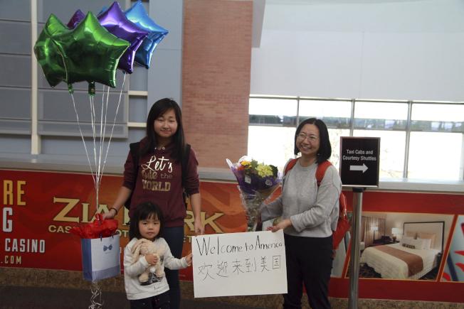 遭到中國政府關押的維權律師謝陽的妻子陳桂秋和兩名女兒傳目前正在德州生活,並等待獲得美國政府的庇護。(美聯社)