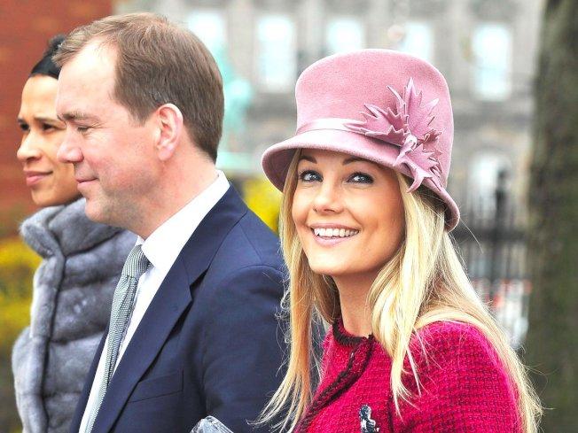出身丹麥的電視明星及模特兒卡洛琳弗萊明(右)。(Getty Images)