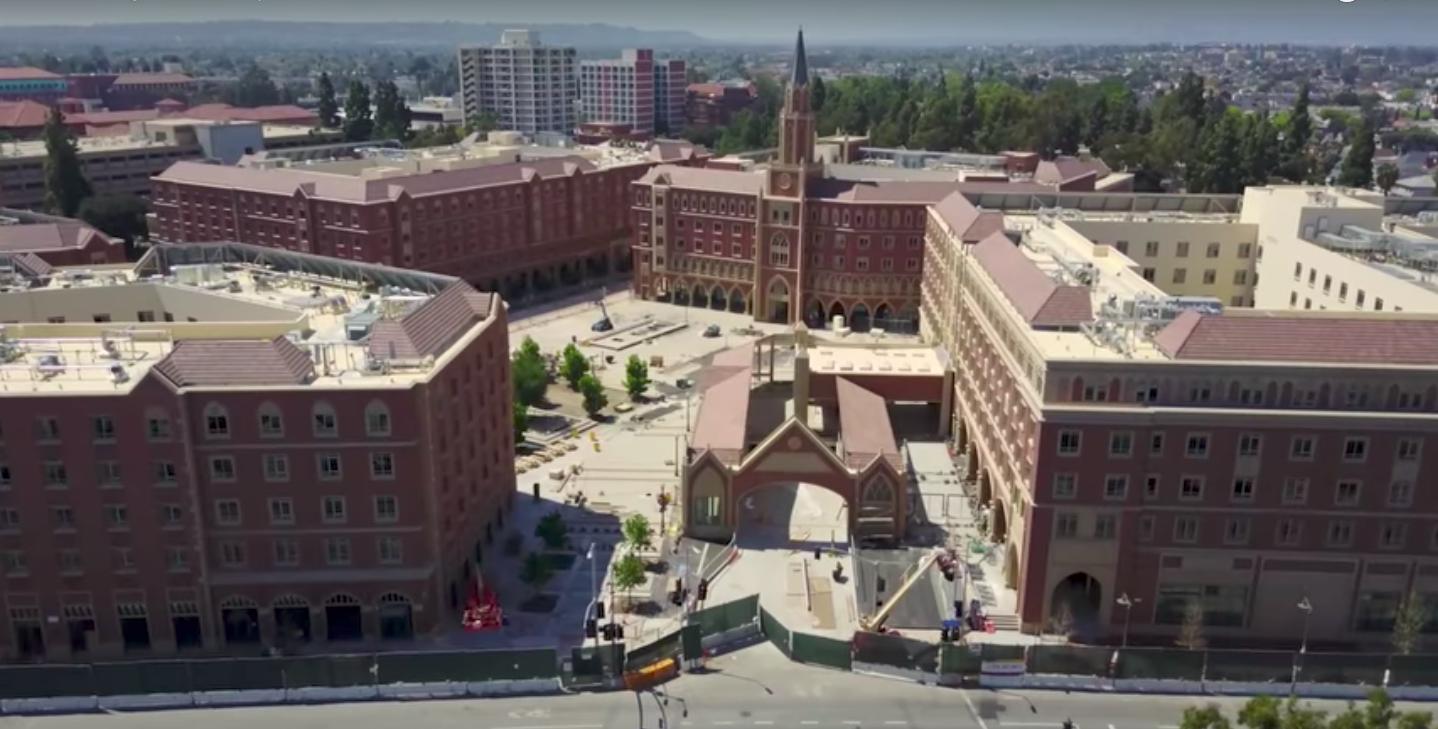 南加大大學城USC Village目前施工進度一如預期將近完工。(取自空拍影片畫面)