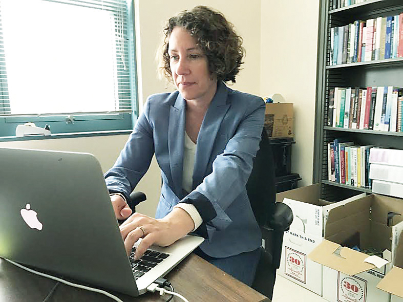 舊金山州大教授史柯勒尼憶起郭宇川時,非常傷心。郭宇川在她教授的科目中拿到A。(記者李秀蘭/攝影)