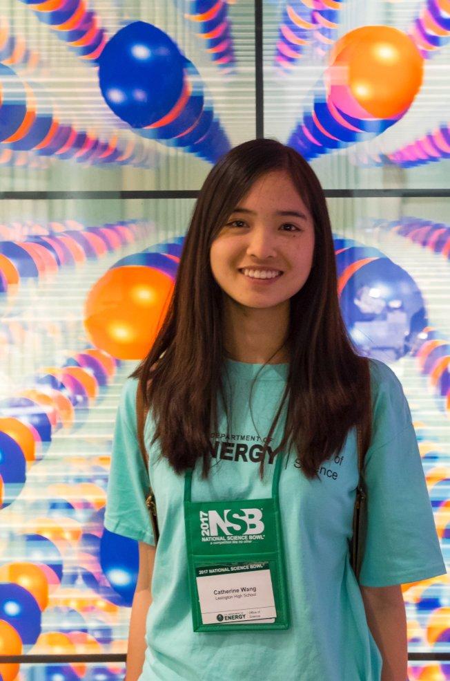 勒星頓高中學生王瀾獲得總統學者獎,6月中將至華府領獎。(圖:王華提供)
