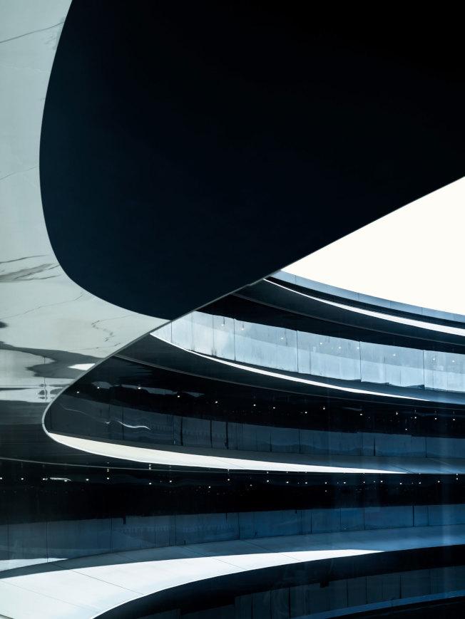 在太空船內,仰觀「圓環」的設計。(Getty Images)