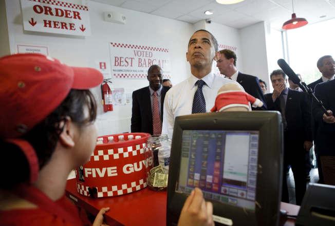 前總統歐巴馬曾光顧的Five Guys,今年勇奪全美最受歡迎漢堡頭銜。(Getty Images)