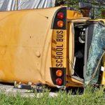 賓州校車翻車 14傷