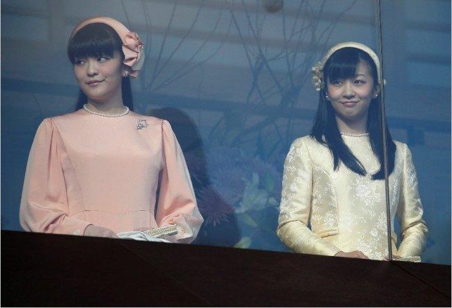 日皇明仁的長孫女真子公主(左)將與大學同學結婚。 路透