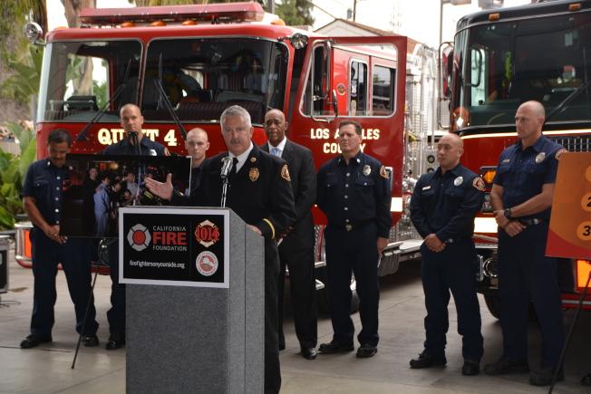 加州消防基金會聯合羅斯密消防站,17日舉辦中文宣導會,圖為洛縣消防局代表Dave Thies發言。(記者張宏/攝影)