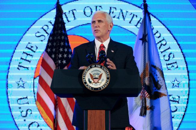 潘斯副總統18日在華府的美國商會上應邀致辭。(路透)