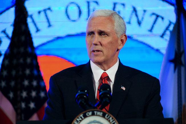 副總統潘斯18日在華府的美國商會上應邀致辭。(路透)