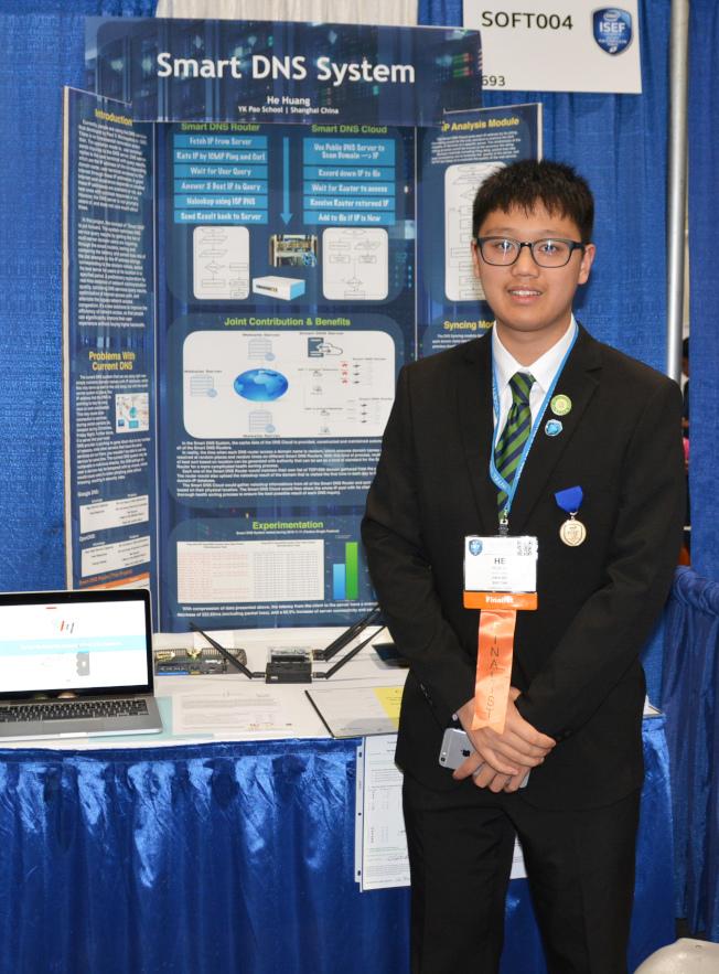 解決無序上網造成擁塞難題的上海包玉剛學校高材生黃河,參加電腦軟件設計比賽。(記者丁曙/攝影)