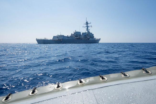 美艦南海穿越 華府官員:並非「無害通過」