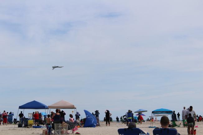 瓊斯海灘飛行秀 特技表演引驚歎