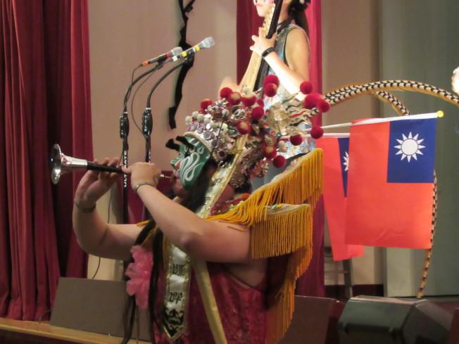 音樂表演融合台灣傳統民俗代表「八家將」,表演模式新穎令觀眾驚艷。(記者顏嘉瑩/攝影)