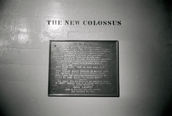 女詩人Emma Lazarus的14行詩「The New Colossus」定義了自由的意義。(Getty Images)
