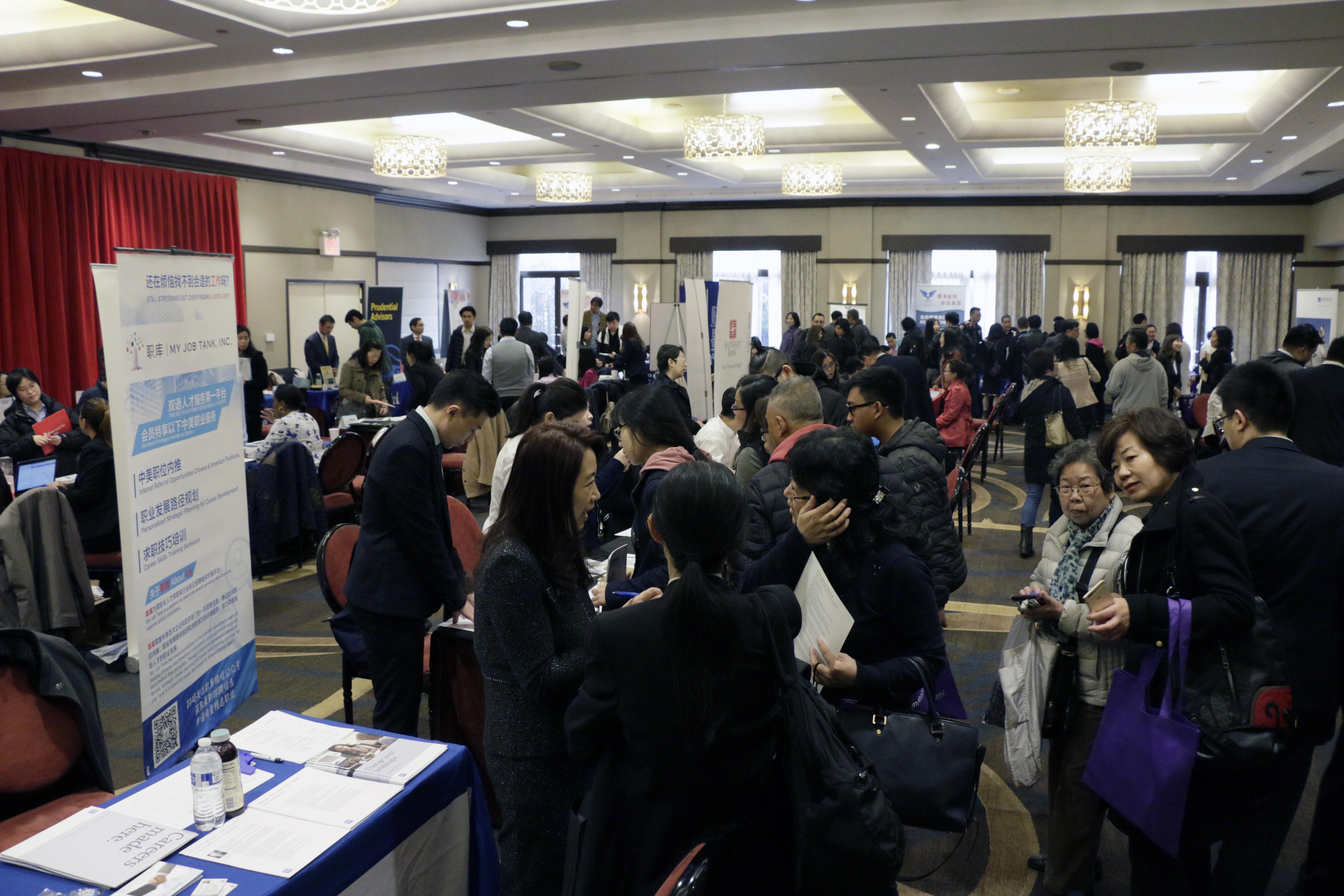 活動當天吸引數百位求職者前來參加
