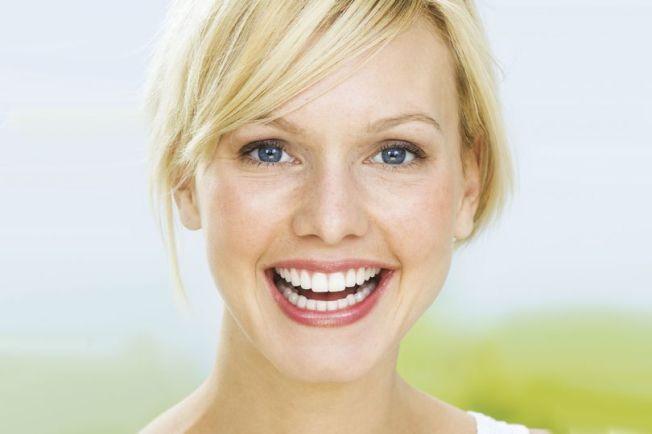 富裕美國人每年砸錢超過10億元,只為讓牙齒更白一點。(Getty Images)