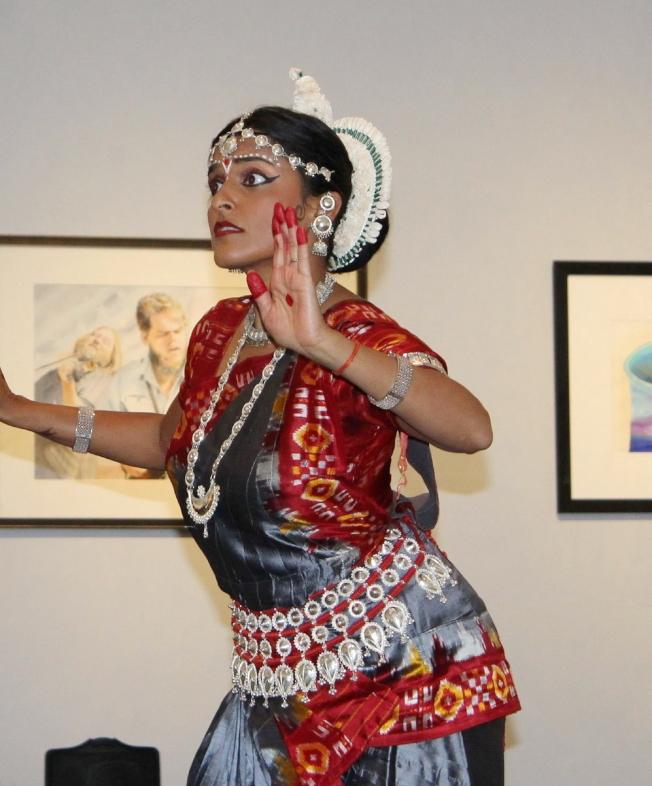 塔城印度協會提供寶萊塢式舞蹈。 (程斐提供)
