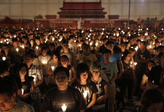 香港六四晚會 高喊平反及建設民主中國