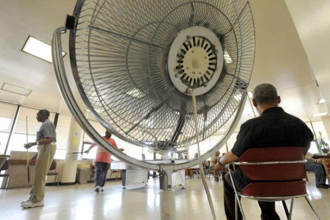 熱浪來襲時,只吹電扇往往不夠。(美聯社資料照片)