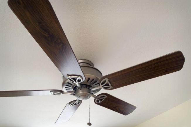 一個簡單的吊扇,能使冷氣機電費開銷降低多達40%。(Getty Images)