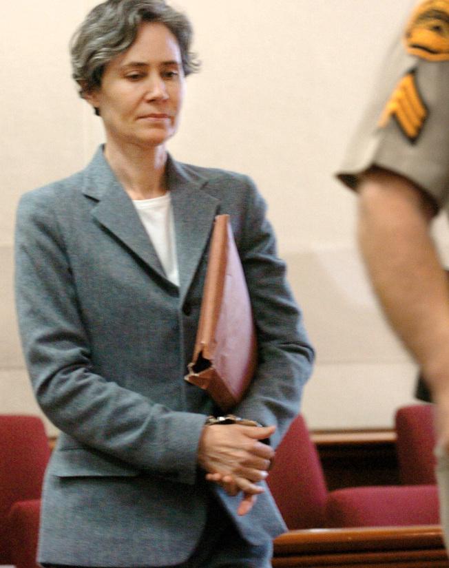 蘇珊‧波克在審訊期間自已充當律師。(美聯社)