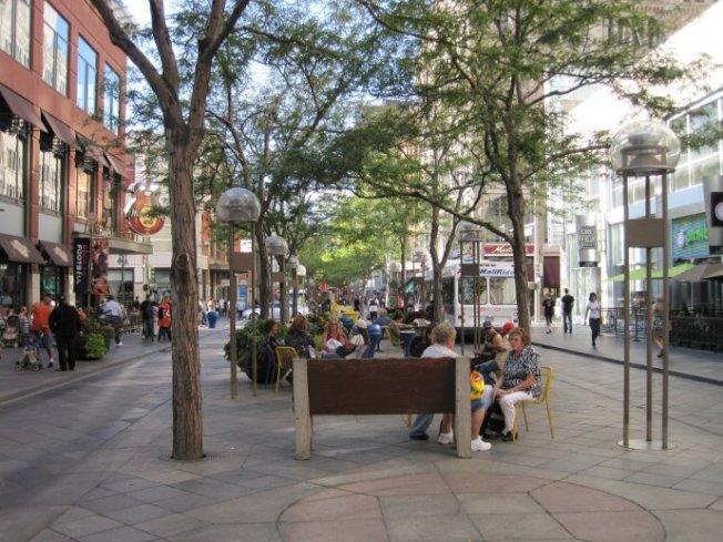 丹佛著名的十六街「步行街」。