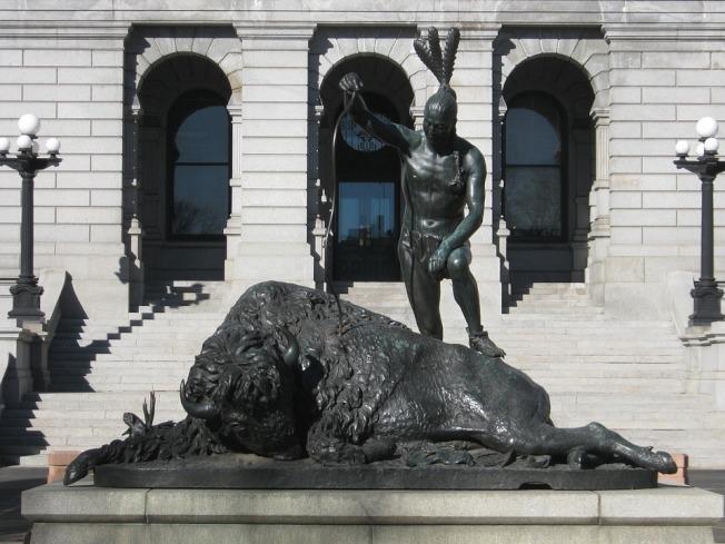 丹佛的國會大廈前的雕塑。