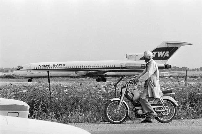 環航847航班被劫持後,三度降落貝魯特機場。(Getty Images)