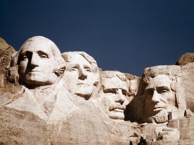 四座總統石雕:華盛頓(左起)、傑佛遜、羅斯福及林肯。(美聯社)