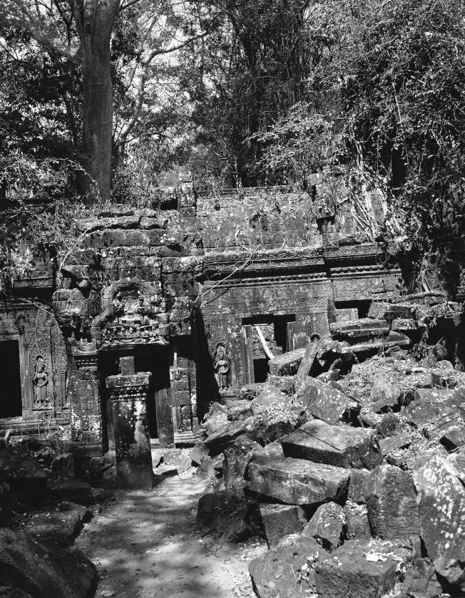 部分寺廟毀損嚴重。(美聯社)