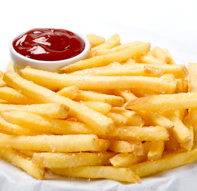 研究發現,發現每周至少吃兩次炸薯條的人的死亡率是不吃薯條者的兩倍。(Getty Images)