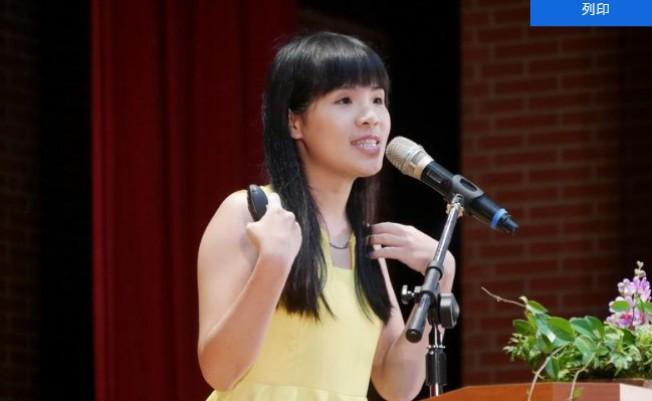 台師大2017年邀請27歲的寶島淨鄉團長林藝,擔任畢業典禮主講,她以「拚命,是為了做自己」為題,分享自 己的成長經驗,給畢業生多元思考。 (台師大提供)