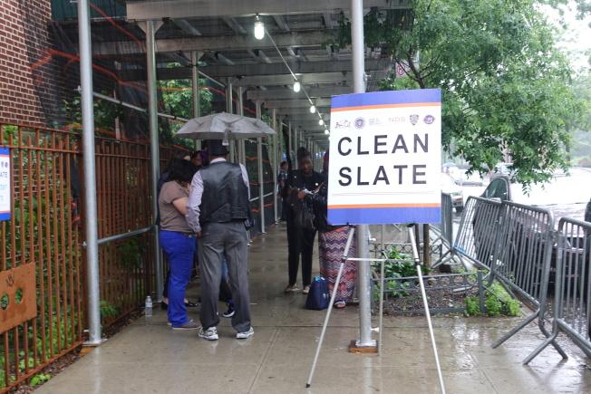 曼哈頓檢察官辦公室在哈林區舉辦的打消傳票活動。(記者金春香/攝影)