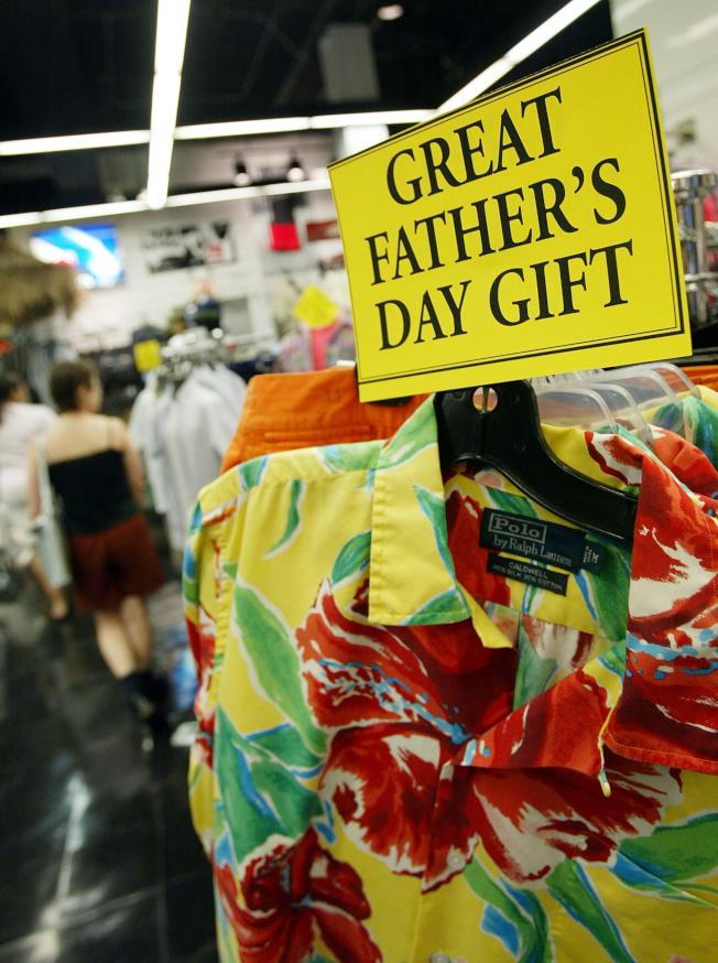 美國人今年平均花費134.75元來慶祝父親節,開銷高於去年,也讓商家把握時機展開促銷。(Getty Images)