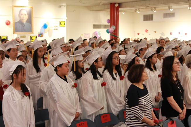華僑學校畢業典禮盛況。(記者李碩/攝影)