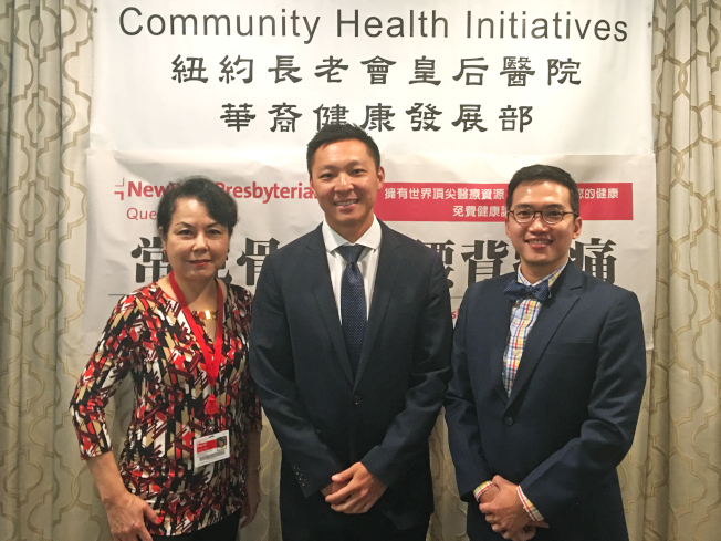 紐約長老會皇后醫院華裔健康發展部主任楊明德博士(左起)、姜楠醫師、胡載城醫師。(記者朱澤人/攝影)
