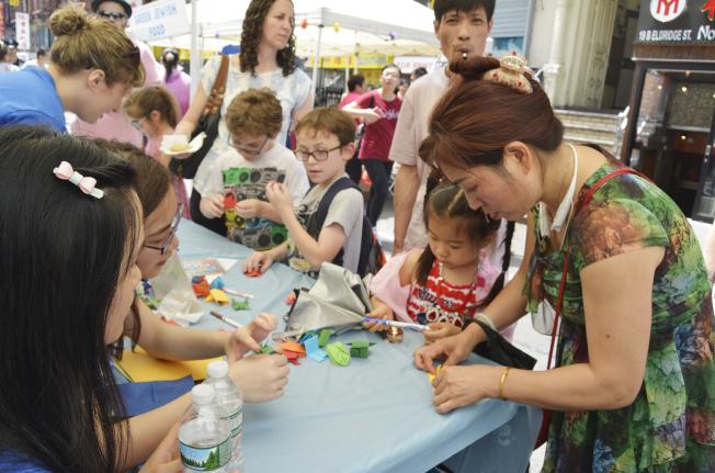 「蛋卷、蛋奶及餡餅節」寓教於樂共享多元文化。(記者俞姝含/攝影)