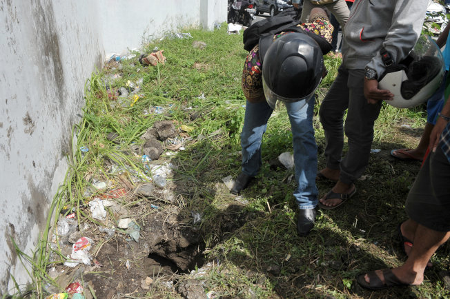 4名外國囚犯就是從這個洞逃生。(路透)