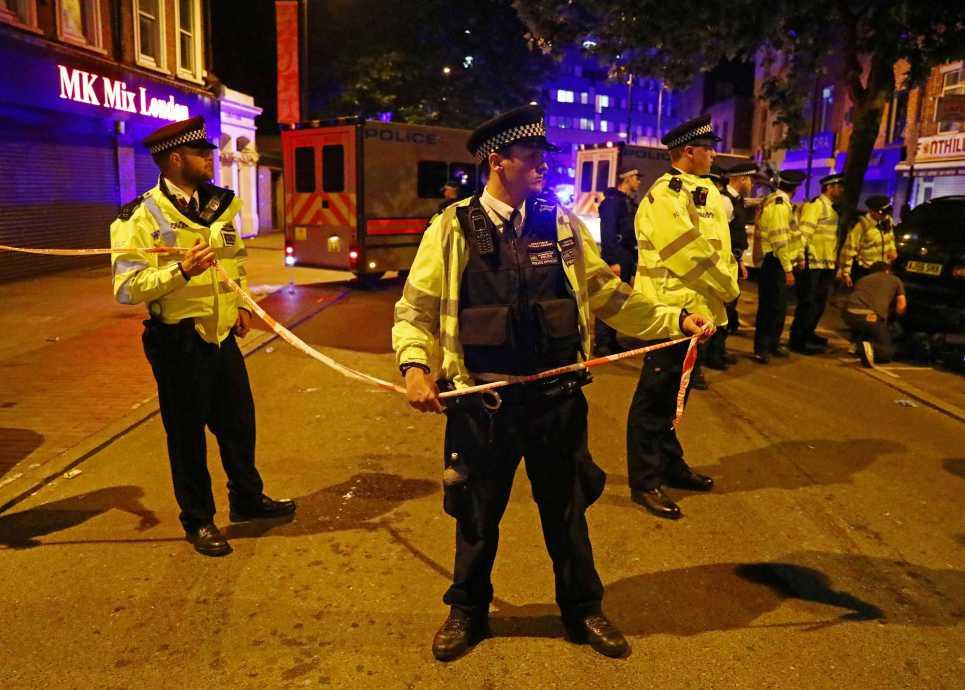 英國警察封鎖發生死亡車恐襲現場。(路透)