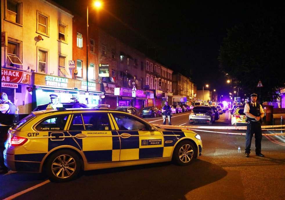 英國警車守衛發生死亡車恐襲的倫敦穆斯林社區。(Getty images)