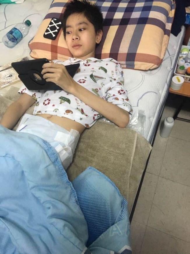 13歲少年患骨癌命危 福州父母申請來美遭拒