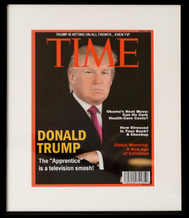 川普在球場掛TIME时代杂志自己假封面