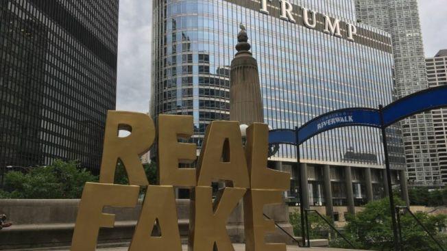 芝城「真正造假」雕塑 豎川普酒店前!