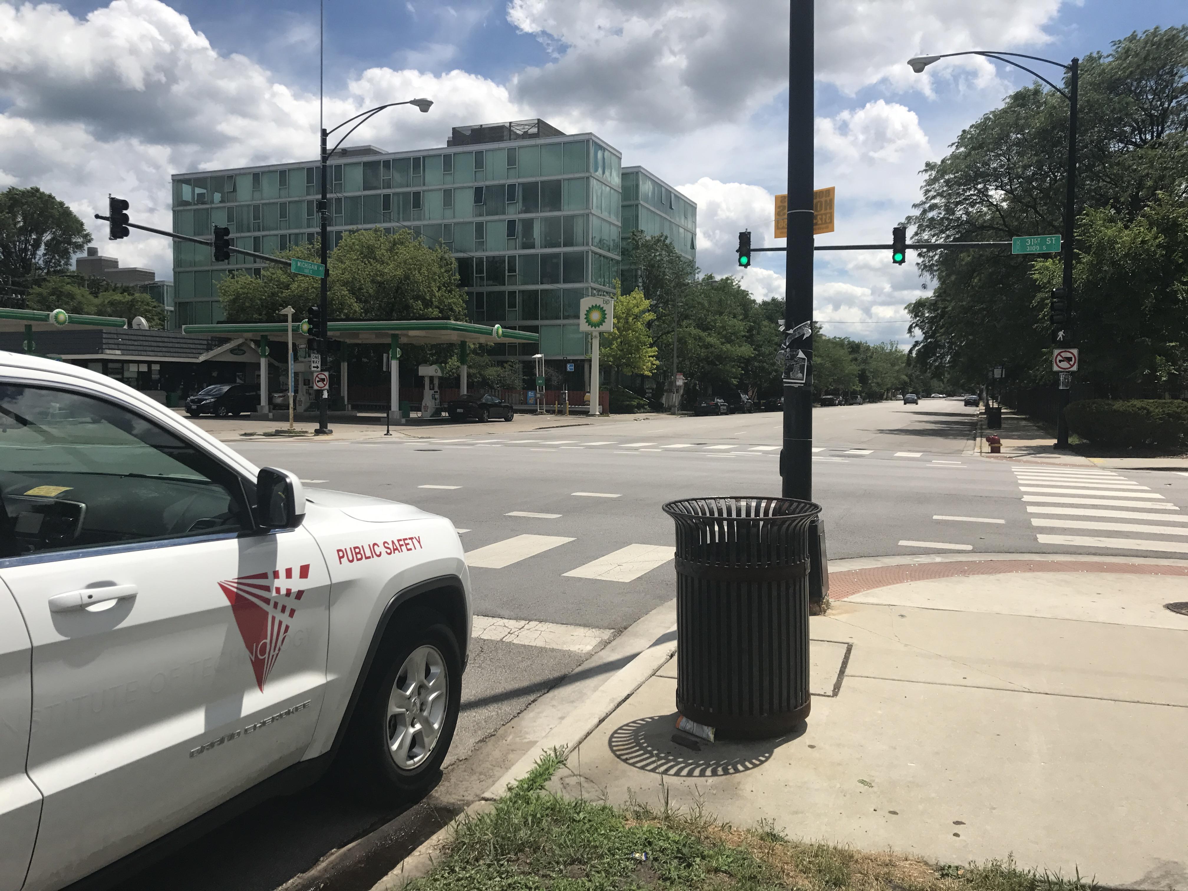 IIT校園的31街與密西根大道路口,17日下午發生亞裔女疑似遭綁架案,而該地點定期都有校警駐守。(記者黃惠玲/攝影)