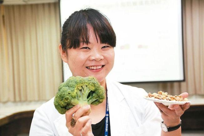 醫師張倍禎表示,魚、花椰菜、堅果類等富含omega-3食物有助於改善兒童注意力不集中和過動情形。 (記者黃寅/攝影)